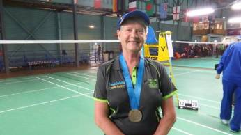 OLD-WOMAN-BADMINTON-PLAYER