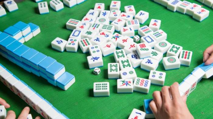 playing-mahjong