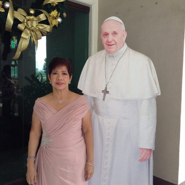 ate-elsa-pope-francis-standee