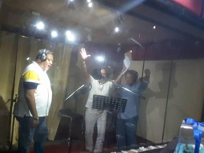 singing-trio-excited