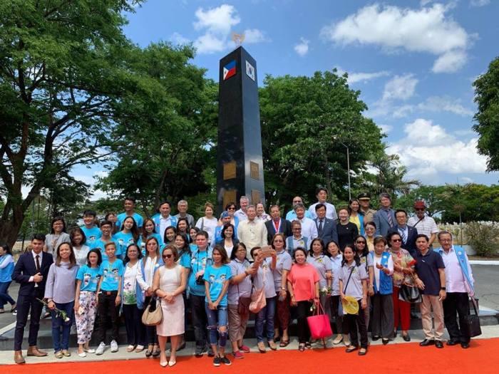yuldong-group-photo-pylon