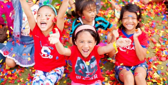 FILIPINOS-HAPPY-PHOTO