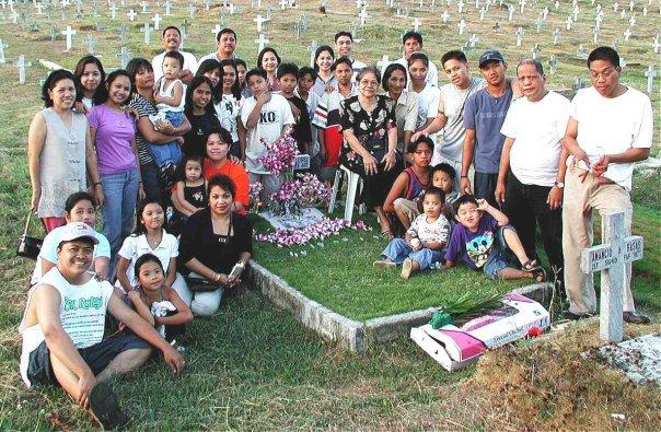 amy-family-tio-gene's-grave