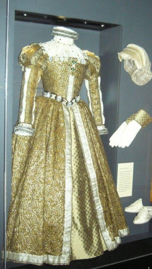 queen-garb
